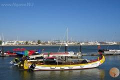 1 van de vele boten op de rivier de Arade.