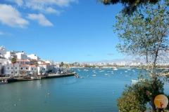 Ferragudo, gelegen aan de overkant van appartement Vila Arade.