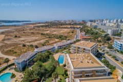 Border Portimao Praia do Rocha so that you can decide for yourself whether you want to experience the bustle and conviviality of one or the tranquility and view of the other.