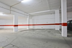 Free and safe parking in the parking garage under the building. Lift from the garage to your front door. Wheelchair friendly.