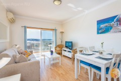 Spacious living room with air conditioning, TV, free wifi, and beautiful sea view on the border of Portimao-Praia da Rocha.